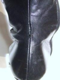 靴修理:ブーツのかかと ほつれ縫い