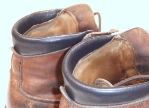 登山靴のかかと破れ修理