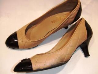 靴クリーニング:シャネルのパンプス シミ